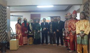 Foto Bersama pemateri, moderator, presiden PPMI Mesir, dan beberapa panitia Jendela Nusantara. (Sumber: Dokumentasi Informatika/Defri)